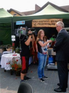 Das polnische TV interviewt Bgm. Peczkajtis/Krzecszyc