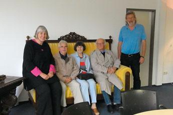 Nach der Absprache in der Westkreuz-Druckerei, von links: Kristin Ahrens, Gerhard und Marianne Verworner, Heinz Habermann und Lutz Ahrens      Foto: Verworner