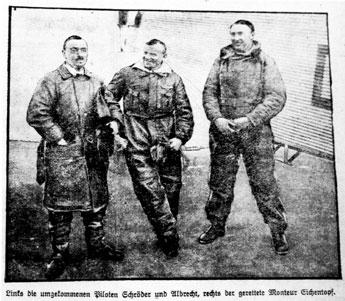 Links die umgekommenen Piloten Schröder und Albrecht, rechts der gerettete Monteur Eichentopf