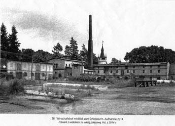 Wirtschaftshof mit Blick zum Schlossturm, Aufnahme 2014